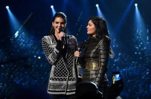 Kylie and Kendall get Booed at Billboard Music Awards
